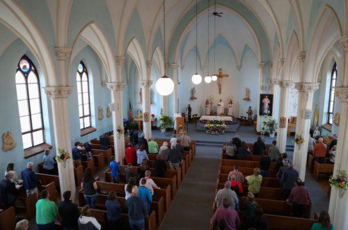 menos gente en las iglesias